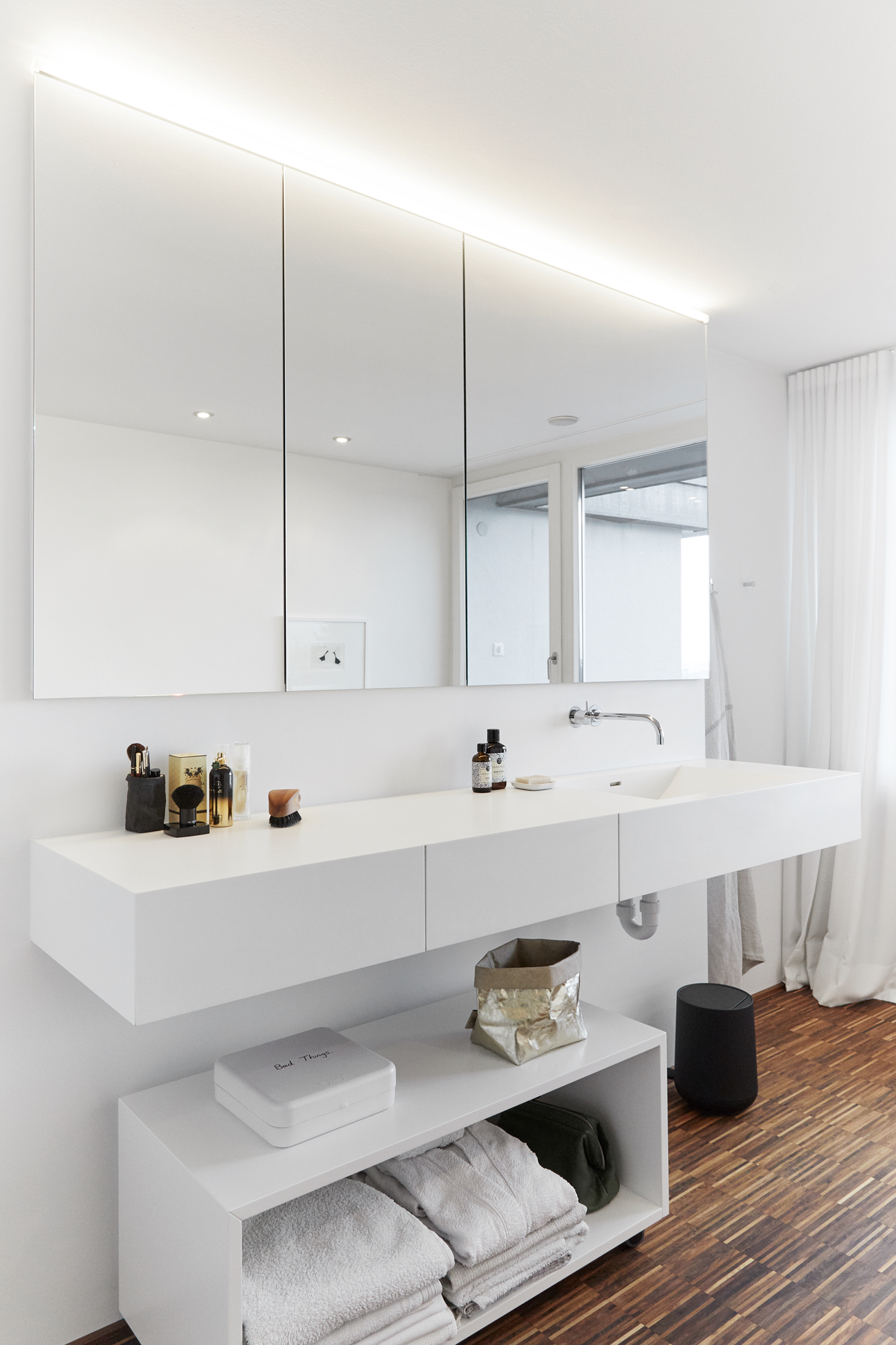 Badezimmer mit Holzboden