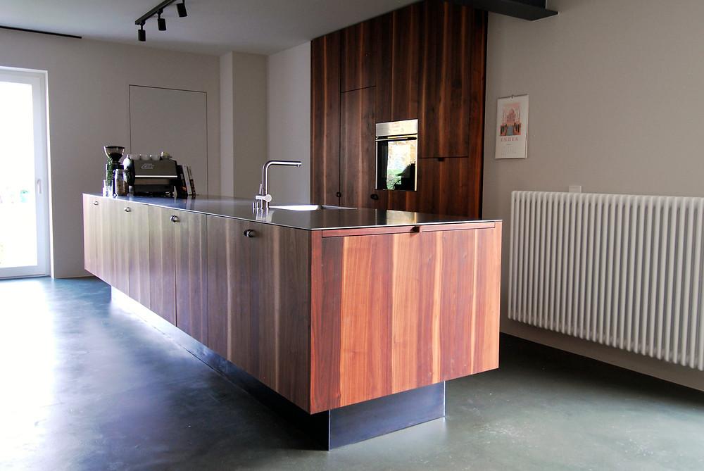 Nussholz Küche / dark walnut kitchen / Wolfgang Lässer