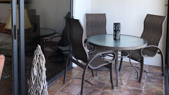 Outdoor dining for 4 on screened in lana