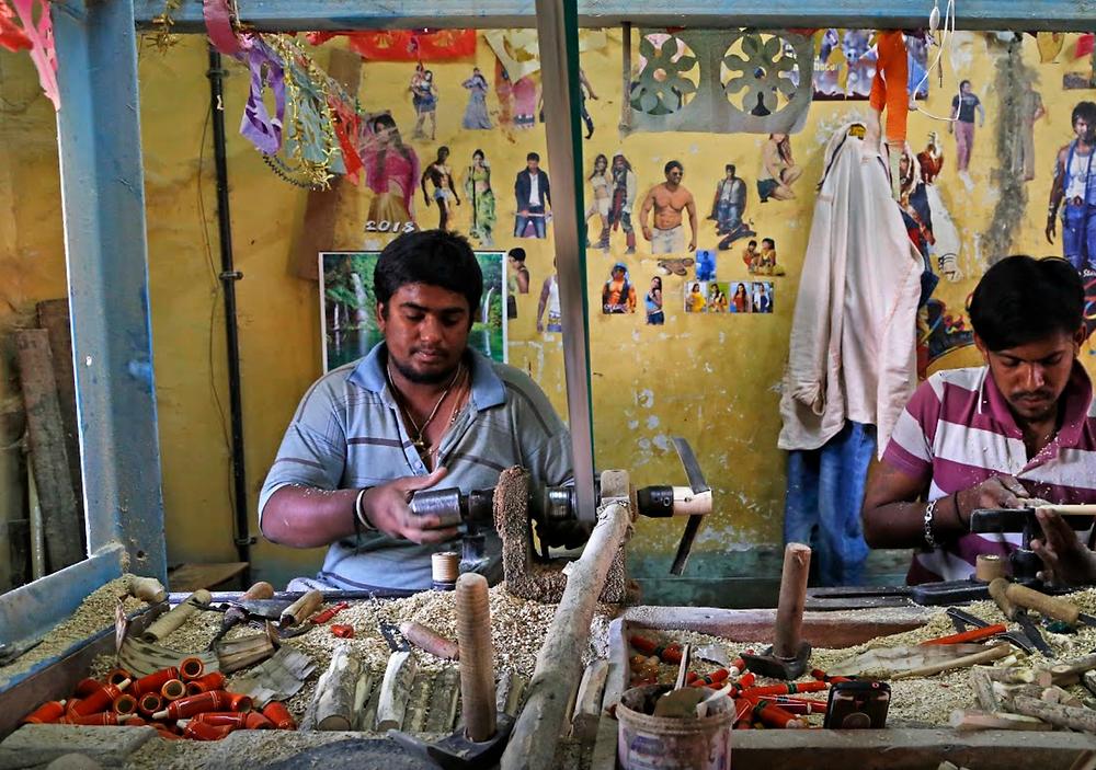 artesãos de brinquedos na Índia