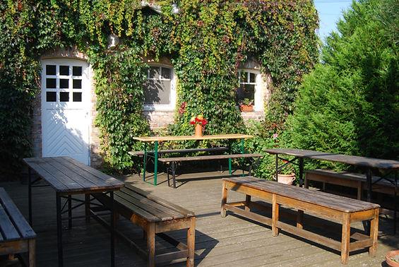 Terrasse vor dem Essensraum.jpg