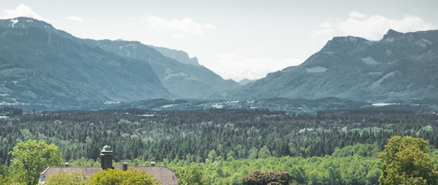 Schloss Oberbrunn und die Alpen