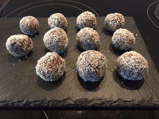 Datteln-Kokosbällchen