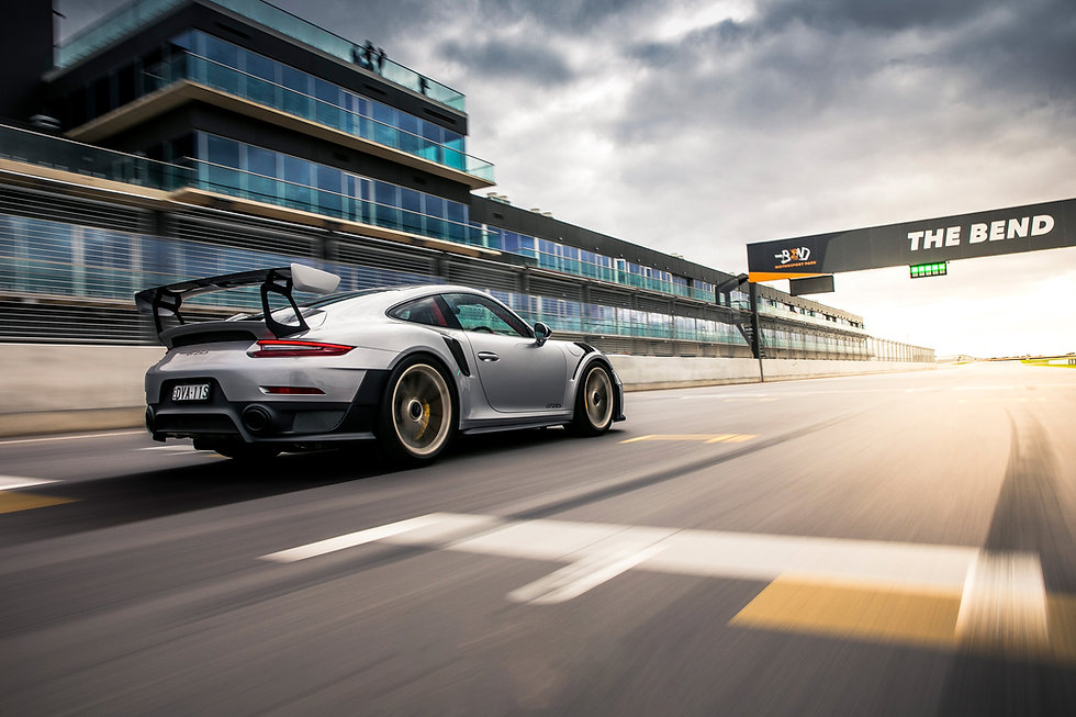 Porsche-911-GT2-RS-at-The-Bend-(nowaterm