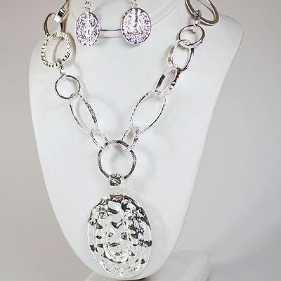 Silver Hammered Horseshoe Necklace Set