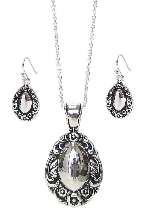 Vintage Design Silver Necklace
