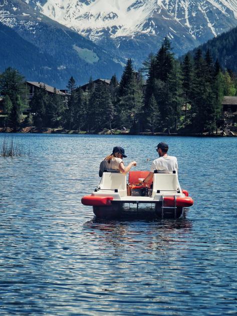 fondue-sur-pedalo-activité-la-plus-insolite-de-suisse