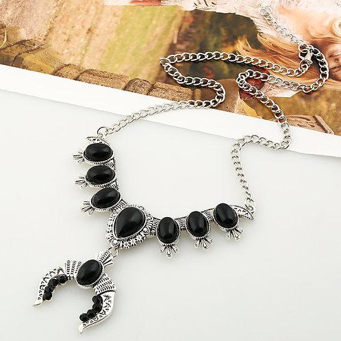 Western Design Horn Necklace