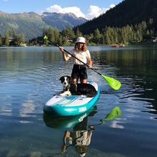dog-paddle-chien-paddle-sup-lac-activité-avec-son-chien