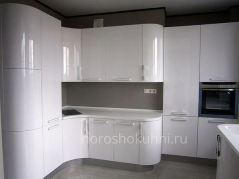 Кухня радиусная фото белый глянец