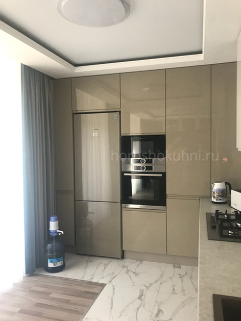 Холодильник в цвет фасадов