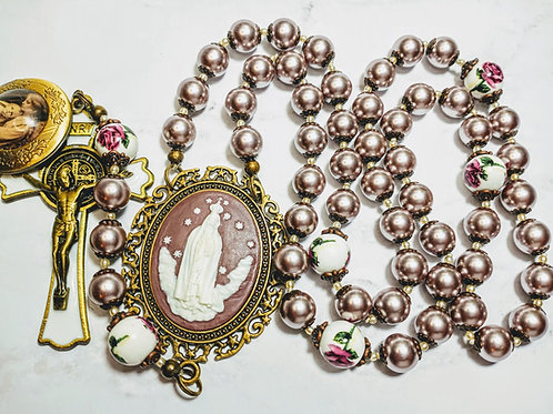 Beautiful Vatican Style Lavender Pearl Ceramic Queen Mary Benedict Charm Rosary