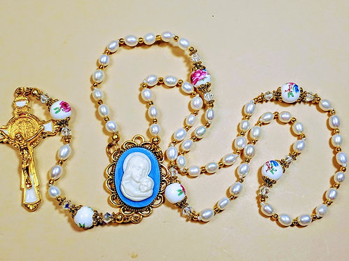 Beautiful Cream Freshwater Pearl Rose Ceramic Cameo Benedict Rosary Swarovski