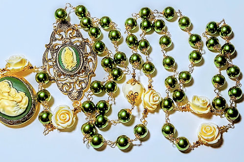 Beautiful Vatican Style Peridot Green Pearl Mary Cameo Locket White Rose Rosary
