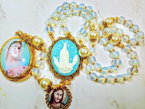 Beautiful Vatican Style Opalite Bead Queen Fatima Jesus Cameo Mary Locket Rosary