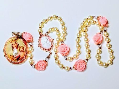 Beautiful Victorian Style Cream Pearl Roses Mary Cameo Locket Rosary Swarovsi