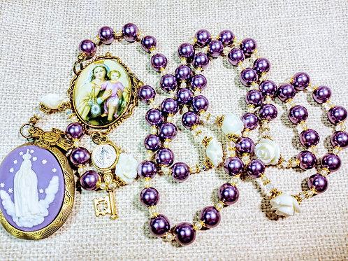 Beautiful Vatican Style Lavender Pearl White Rose Fatima Cameo Locket Rosary