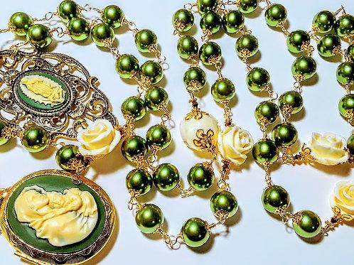 Beautiful Vatican Style Peridot Green Pearl Mary Cameo Locket White  Rose Rosary