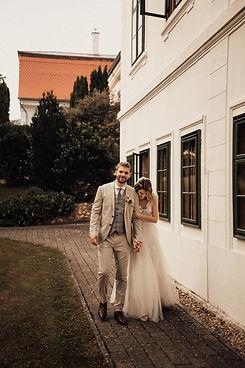 Esküvői fotó Magyarország - Réka & Dani - Soft Light Visuals - Bánó Mária Kastélyszálló - Balaton - Felsőmocsolád - menyasszonyi ruha, esküvői ruha, esküvői cipő