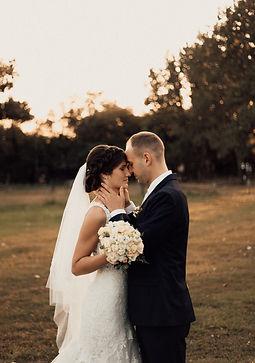 Esküvői fotó, esküvői videós - Magyarország - Orsi & Kolos - Soft Light Visuals - Galopp Major - menyasszonyi ruha, esküvői ruha, esküvői cipő