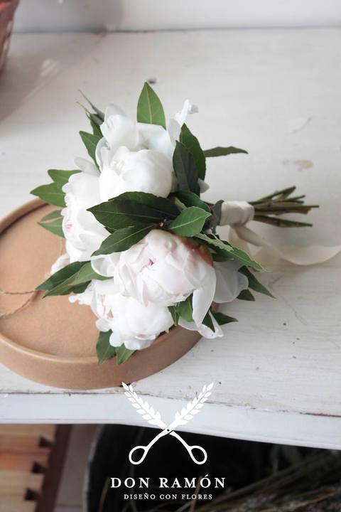 Ramo Peonias blancas.jpg