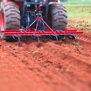 Implement Farm - 3pt 84 in 9 point chisel plow