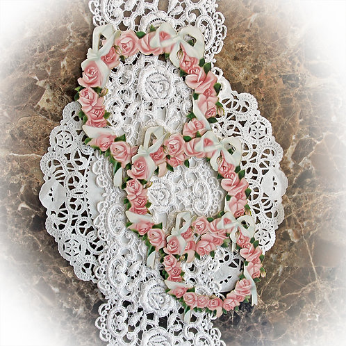 Beautiful Board Romance And Roses Circle Of Roses Frame Set Laser Cut Chipboard