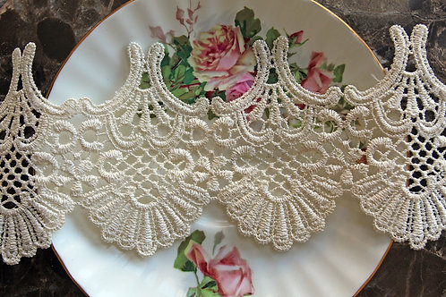 Scallop Shell Lace~Off White 3.5 Inch Wide Voile