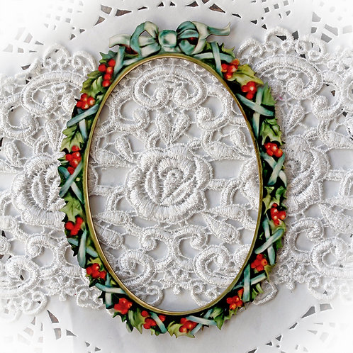 Printed Beautiful Board Medium Christmas Holly And Berries Oval Frame