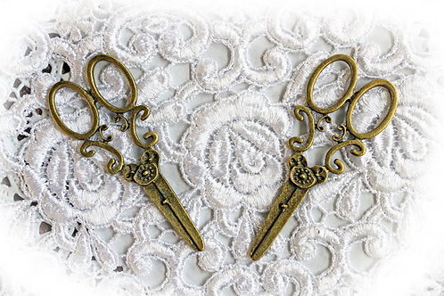 Set Of 2 Shabby Sweet Scissors In Tarnished Gold