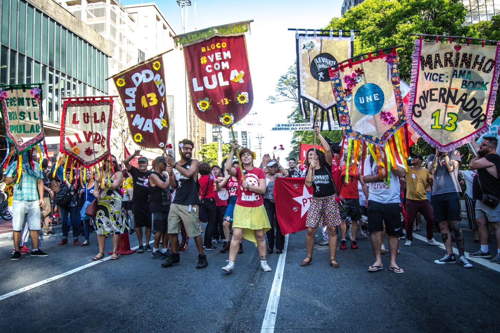 FOTO12A-Bloco vem com Lula