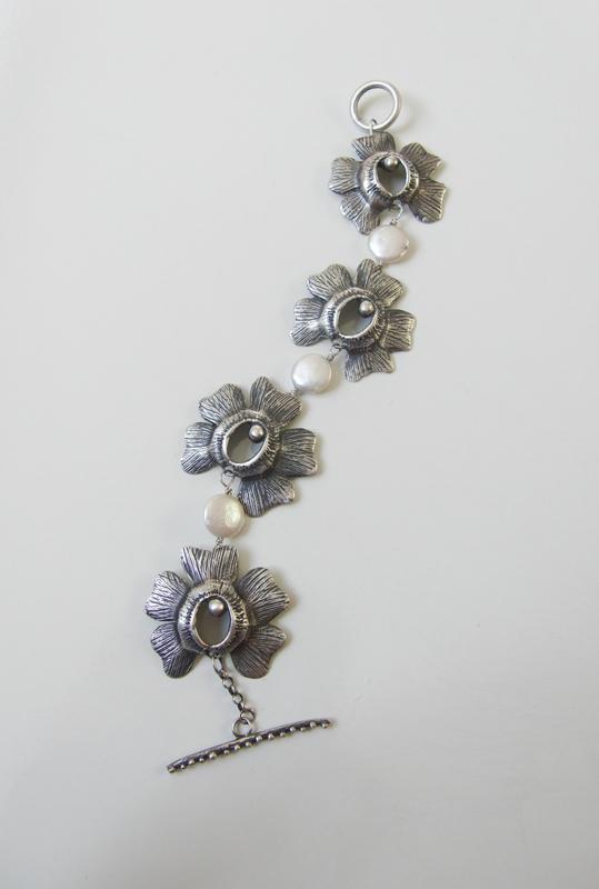 PolinatedFlower Bracelet