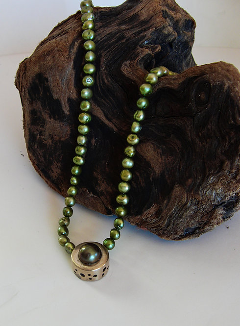 """Green Pearl Dot"" Necklace"