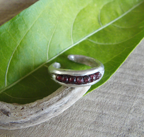 Cracked Pod Ring with garnets