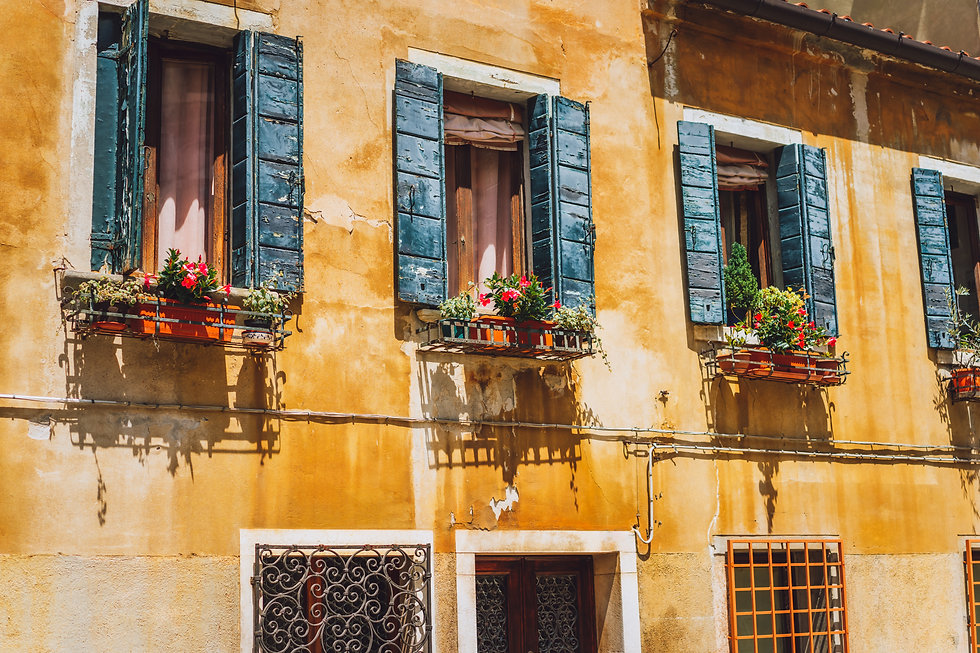 venice-old-yellow-facade-of-house-with-w