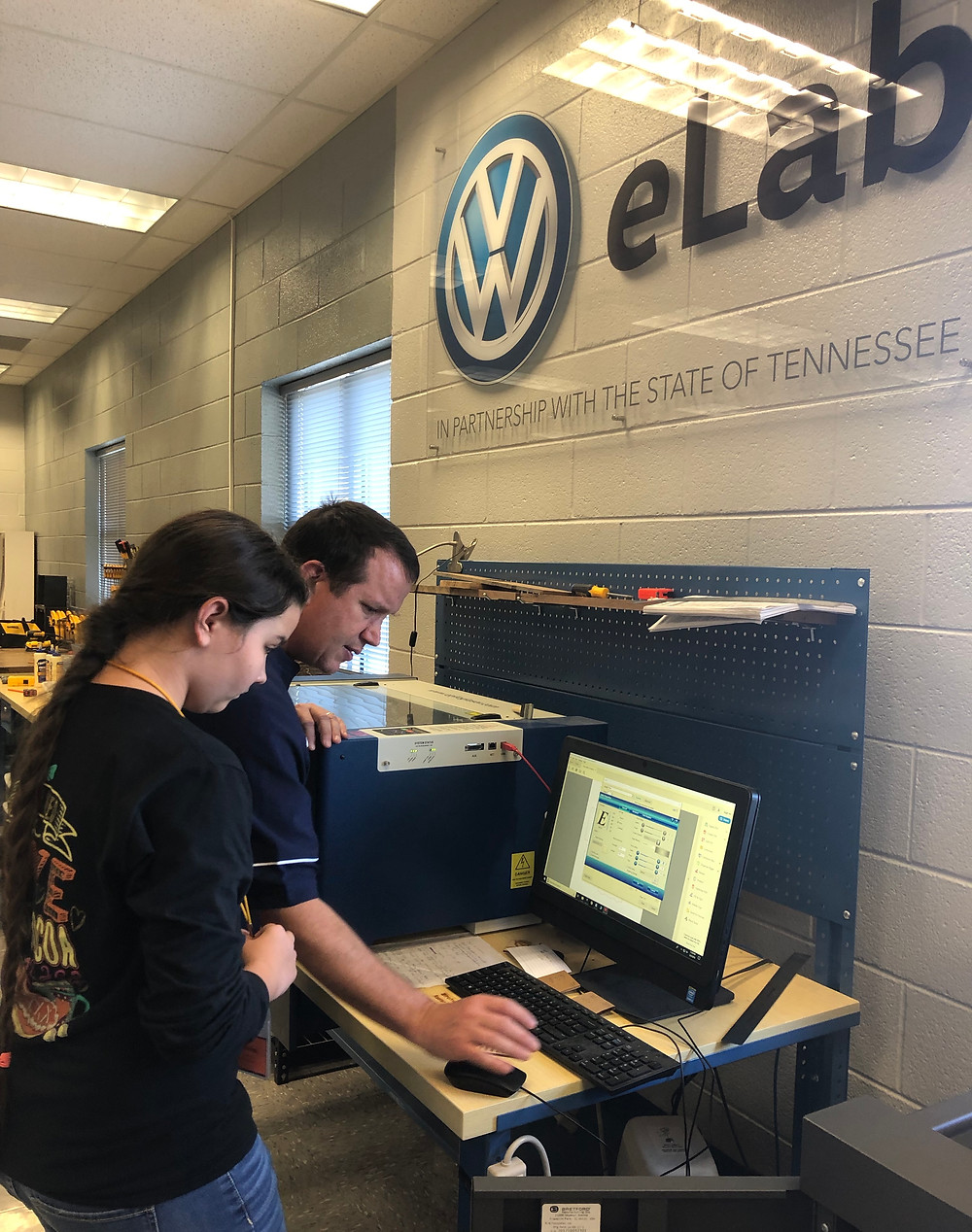 Richardson reviews the tools and computer software with sixth-grade students in the VW eLab.