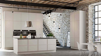 Moderne enkelt køkken i glatte låger