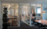 Kontorindretning. Kontorinddeling. Opdeling af kontor. Glasvægge på kontoret.