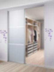 Walk-in-closet er en populær løsning som ikke behøver være den dyreste. Kontakt os for et tilbud på walk-in garderobe