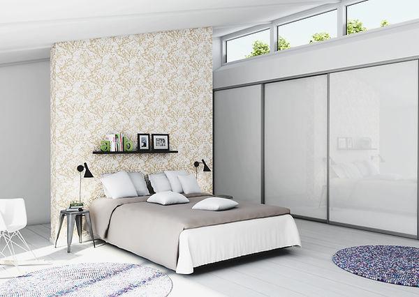 Gør indretningen i dit soveværelse komplet med en flot garderobe med skydelåger