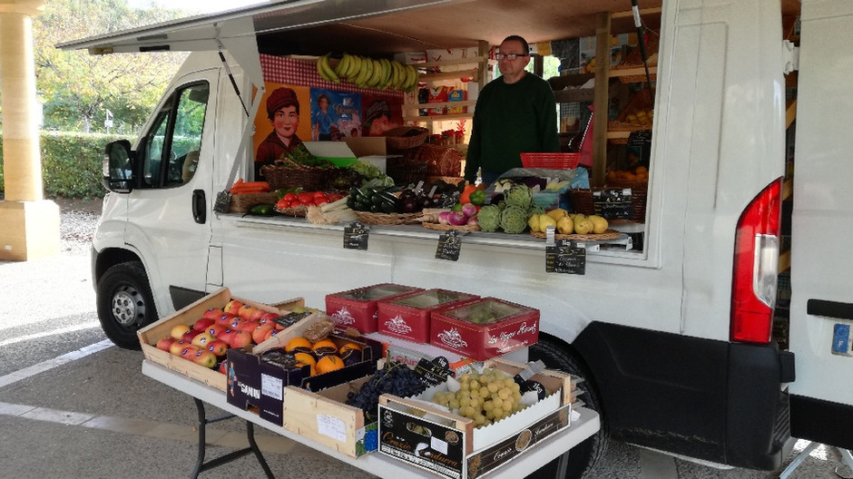 MARCHAND FRUITS&LÉGUMES - PAIN - ÉPICERIE LES VENDREDIS