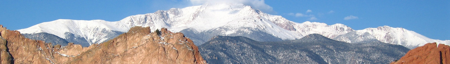 Pikes_Peak_from_the_Garden_of_the_Gods_b