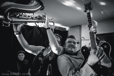 Ruzz Guitar & Rachel Hutchinson