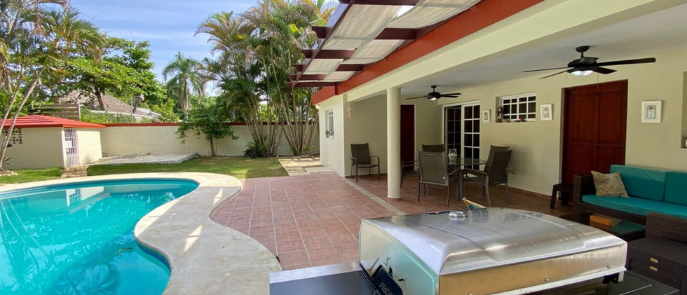 where-buy-beach-houses-with-pool-for-sale