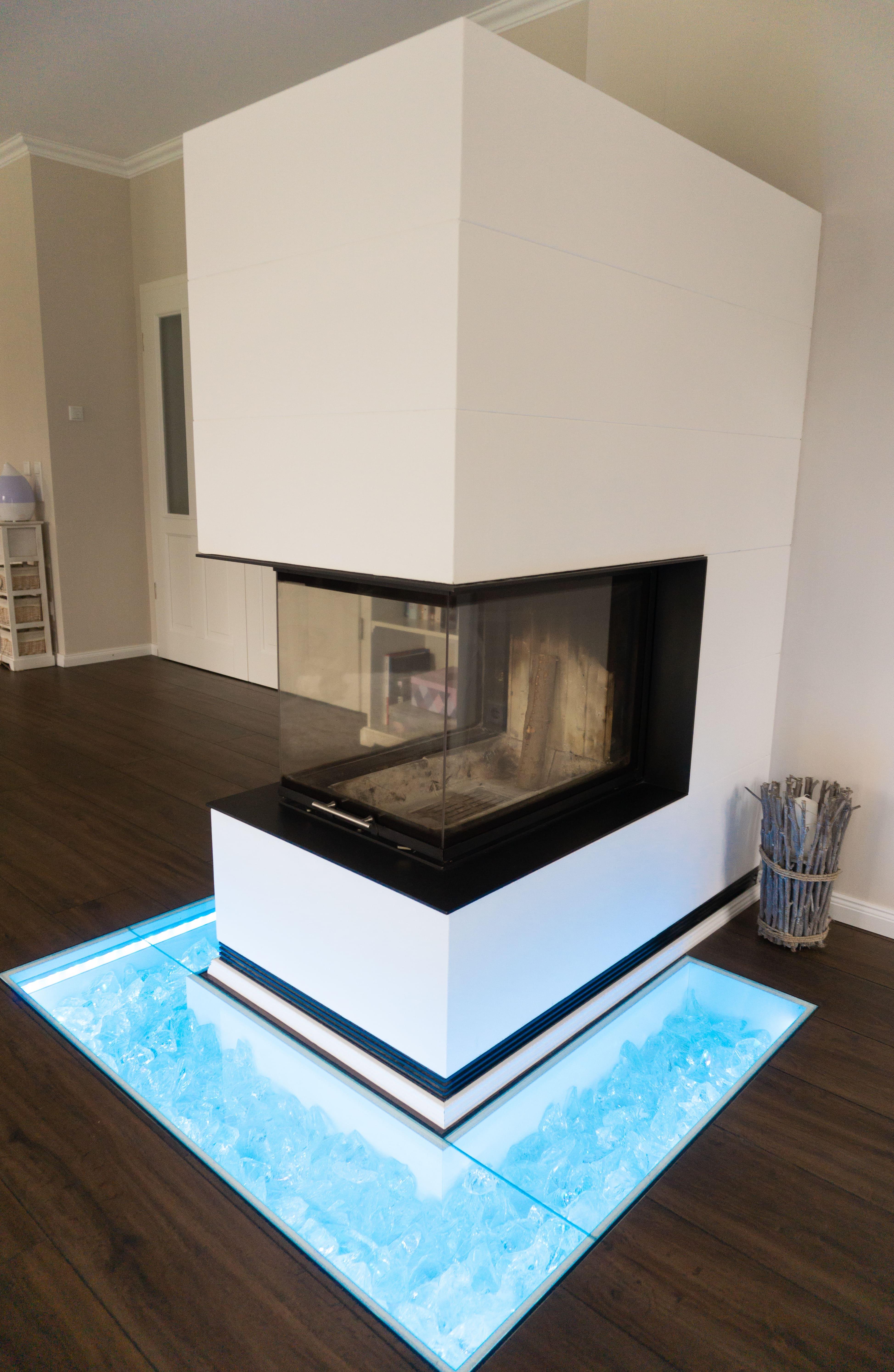 Holzofen Ofen beleuchtet Kamin Wohnzimmer Bodenbeleuchtung