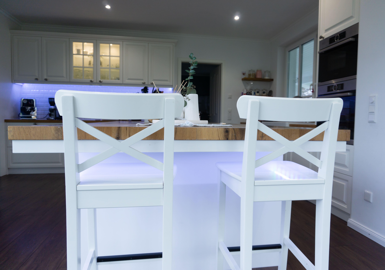Küche Fachwerkeiche Eiche Barhocker Stehtisch Stühle geölt Einbauküche weiße Fronten