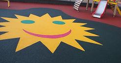 бесшовное резиновое покрытие из резиновой крошки на детской площадке в москве