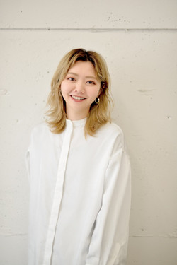 stylist  小川摩莉依