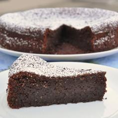 Deze cake zonder bloem ontleent zijn naam aan het eiland Capri. Het is gemaakt met pure chocolade en amandelmeel. Het is glutenvrij. Lactosevrije optie beschikbaar.