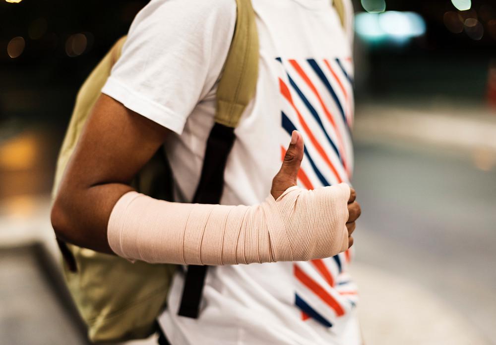 HealFast - Injured arm, thumbs up
